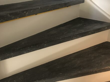 Betonlook verf | traprenovatie met betonlook verf